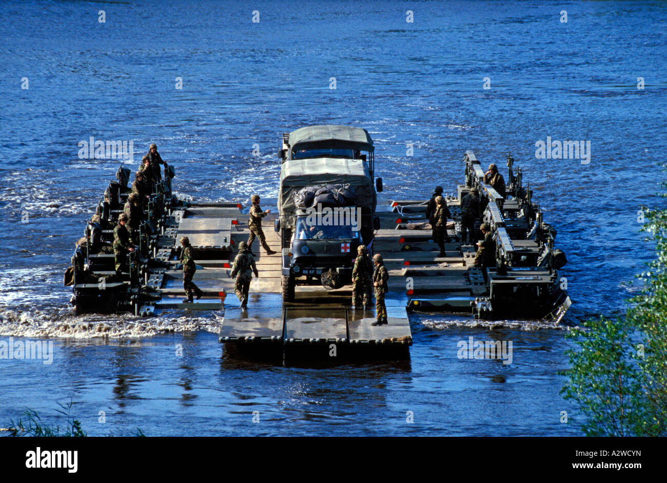 http://c8.alamy.com/comp/A2WCYN/british-army-m3-amphibious-rig-crossing-water-obstacle-during-exercise-A2WCYN.jpg