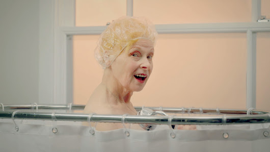 Vivienne Westwood takes a shower in public for Peta – video