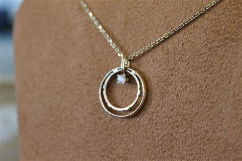 The most beautiful wedding rings: Wedding ring on necklace