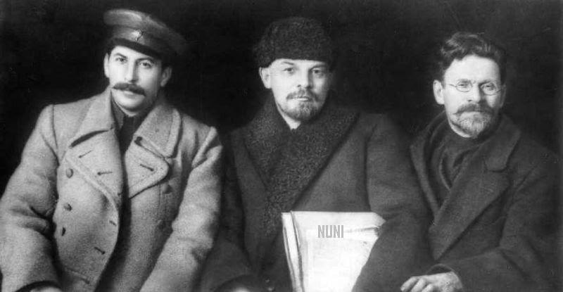 800px-stalin-lenin-trotsky-1919
