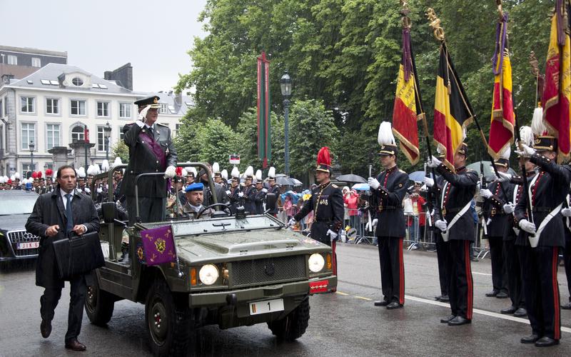 Archivo: 21 juli 2011 Defile Koning Albert II.png