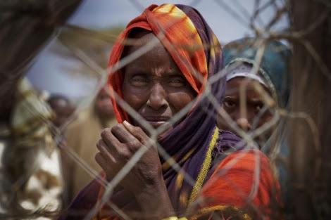 Refugiados somalíes recién llegados en el capamento de Dagahaley.| Efe