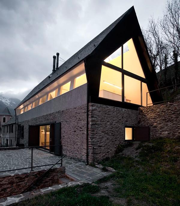 extraordinary-house-design-with-extraordinary-views-of-pyrenees-4.jpg