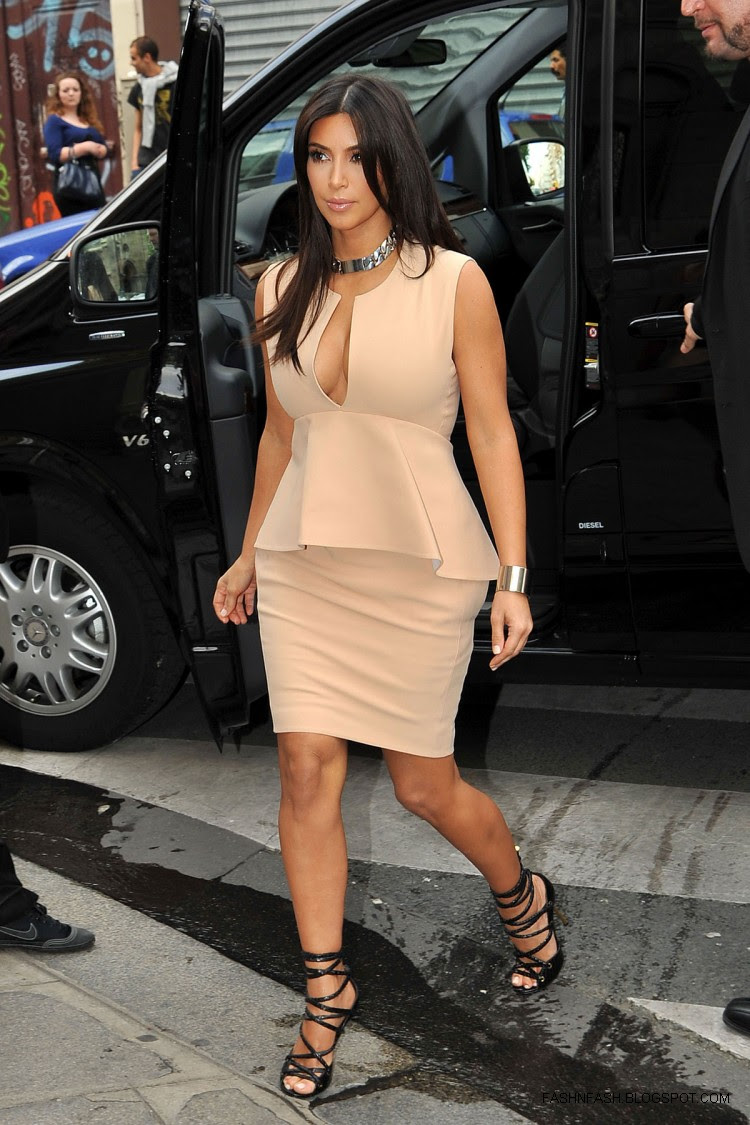 Kim-Kardashian-Hot-Cleavage-Candids-Out-and-About-in- Paris-Pictures-7
