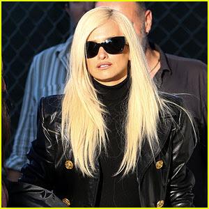 Penelope Cruz as Donatella Versace - First Look 'American Crime Story' Set Photos!