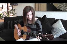 Gabriella Quevedo, guitarrista a sus 20 años tocando rock clásico