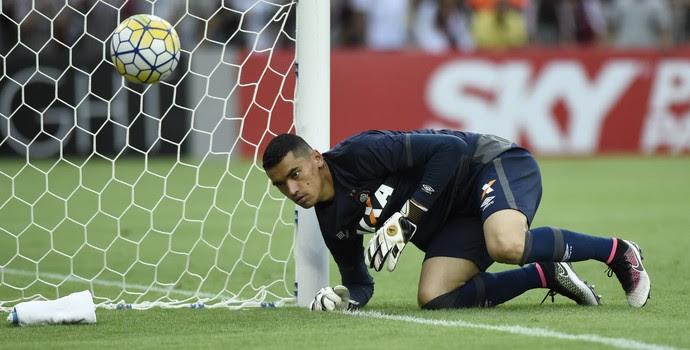 Goleiro Santos - Atlético-PR (Foto: André Durão)