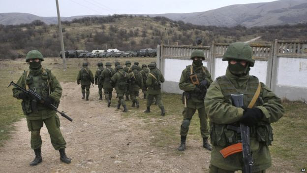 Soldiers in unmarked camouflage blockading Ukrainian Perevalne base in Crimea, March 2014