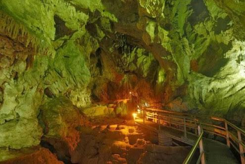 το-μυθικό-σπήλαιο-των-λιμνών-5