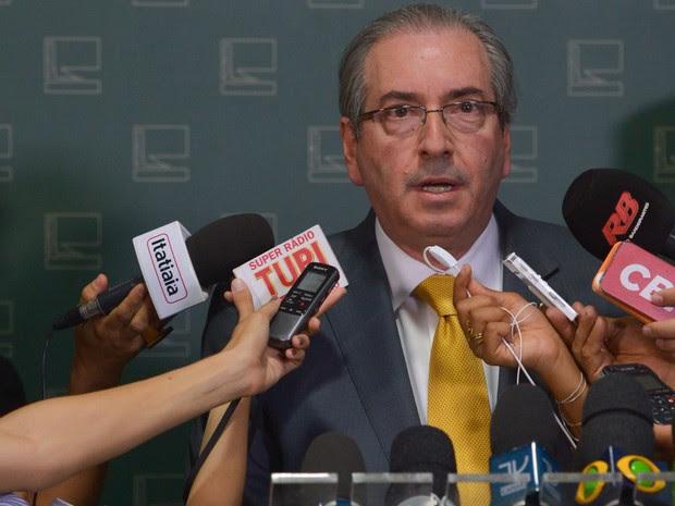 O presidente da Câmara, Eduardo Cunha, concede entrevista após ter afastamento pedido pela PGR (Foto: Valter Campanato/Agência Brasil)