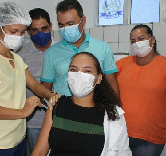 Vacinação contra Covid em Barrocas começou imediatamente após chegada da CoronaVac | Foto: Divulgação/Prefeitura