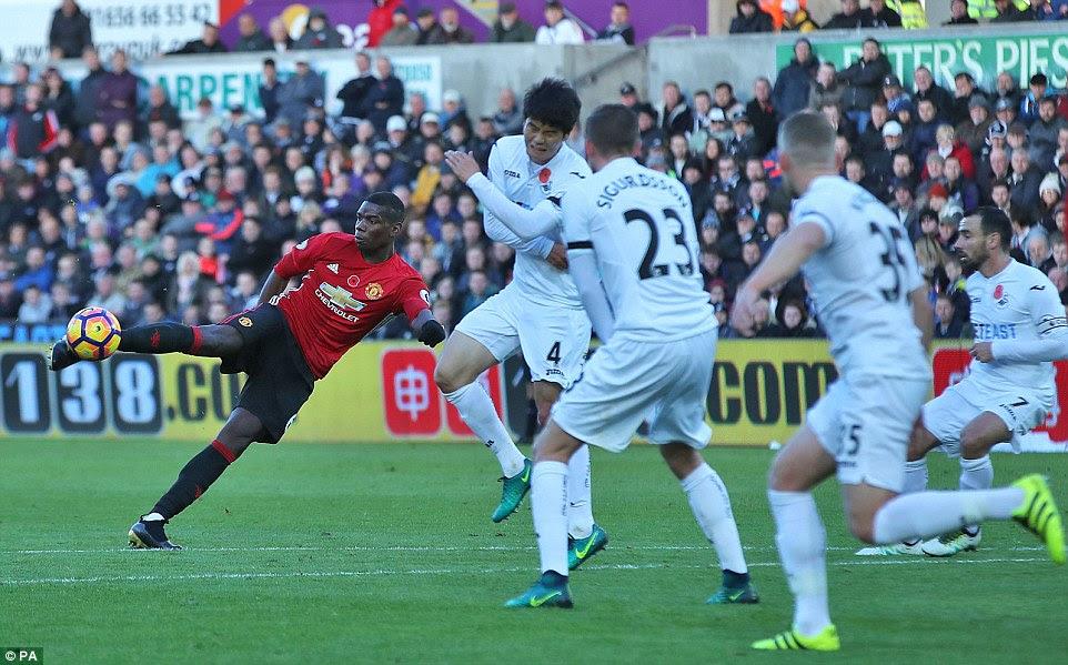 Paul Pogba abre el marcador con un delicioso huelga de larga distancia para dar al Manchester United una ventaja temprana