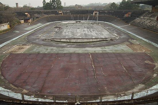 Velódromo no campus da USP está fechado para o público desde os anos 1990; a pista é o único velódromo de SP