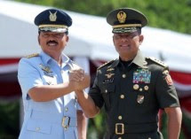 Panglima TNI Marsekal Hadi Tjahjanto dan Jenderal TNI Gatot Nurmanty   o (Foto Dok Industry.co.id)