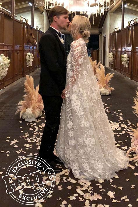 Kaley Cuoco Marries Karl Cook: Wedding Photos   PEOPLE.com