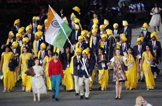 Perierga.gr - Άγνωστη παρέλασε με την αντιπροσωπεία της Ινδίας!