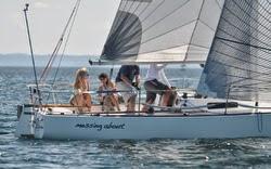 J/27 sailing North Americans