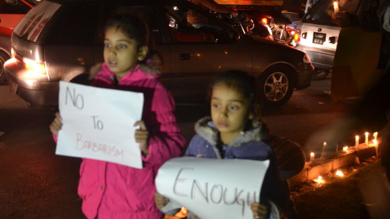 Children holding solidarity messages at the candle light vigil in Lahore, Pakistan. Image by Fatima Arif. Copyright Demotix  (18/12/2014)