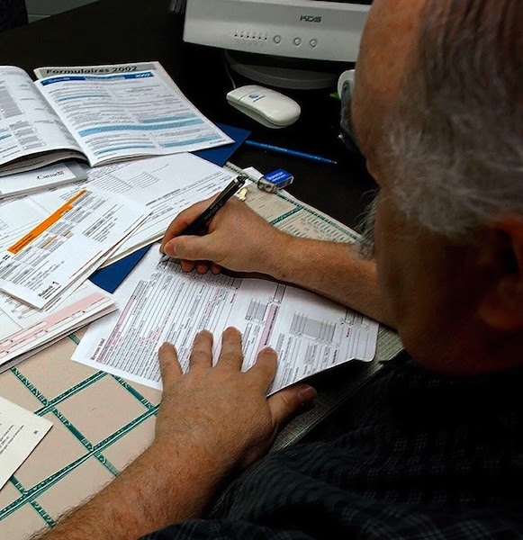 Au Québec, les citoyens ont jusqu'au 30 avril pour acheminer leur déclaration pour l'année d'imposition 2014.