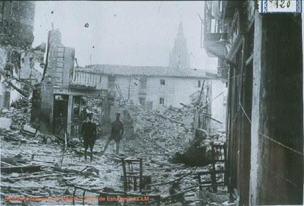 Vivienda destruida junto a la Catedral de Toledo en la Guerra Civil