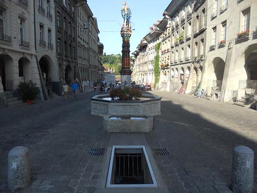 DSCN052Gerechtigkeitsbrunnen