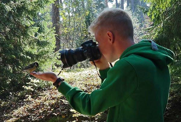 http://www.skimbacolifestyle.com/wp-content/uploads/2014/09/konsta-punkka-photographing-birds.jpg
