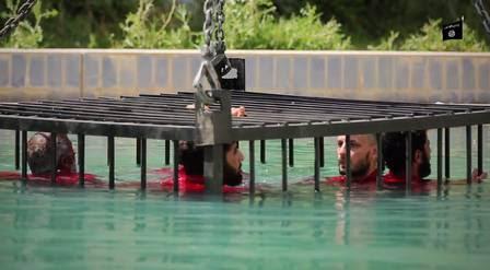 O EI usou câmeras subaquáticas para filmar as mortes