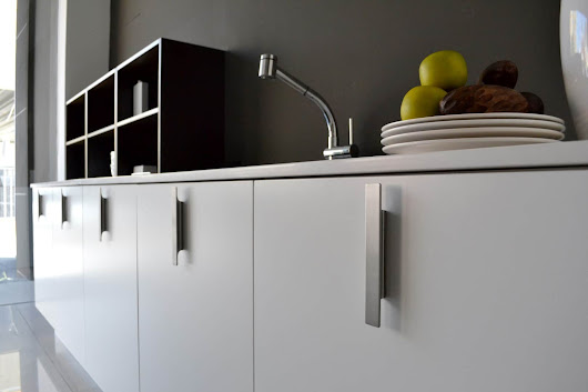 Design your kitchen with kitchen cabinet handles. - Foscari Interiors