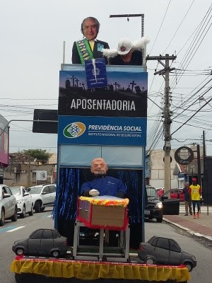 Acorda Peão faz críticas a aumento da passagem e previdência em São José (Foto: Leonardo/G1)