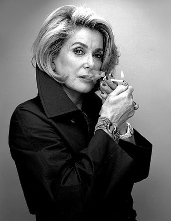 http://arsenicetpetitesculottes.files.wordpress.com/2010/11/catherinedeneuve.jpg
