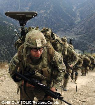 Esta cena julho 2013 mostrando as tropas do exército dos EUA no Afeganistão marchando em breve poderá ser replicado por toda a Síria, depois que o Pentágono se abre sobre sua necessidade de forças terrestres para proteger armas químicas de Bashar al-Assad