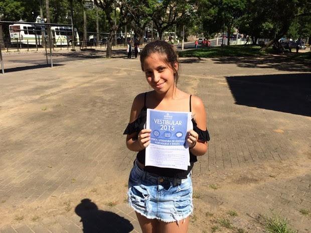 Raquel achou fácil o tema da redação (Foto: Estêvão Pires/G1)