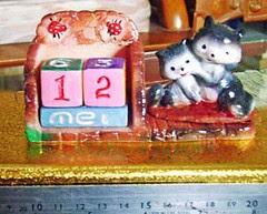souvenir gypsum kalender abadi kucing hitam