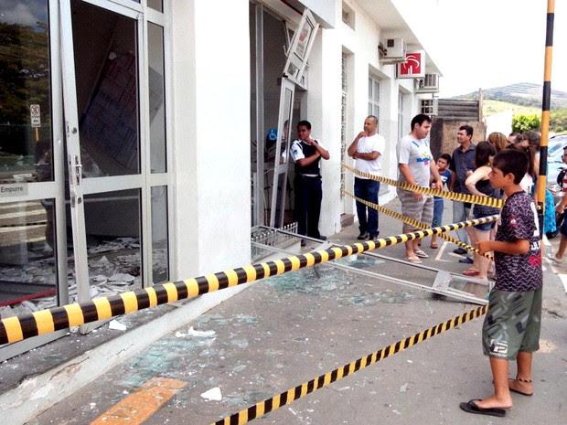 Agência está interditada após a explosão em Bom Jesus dos Perdões. (Foto: Eduardo Marcondes/TV Vanguarda)