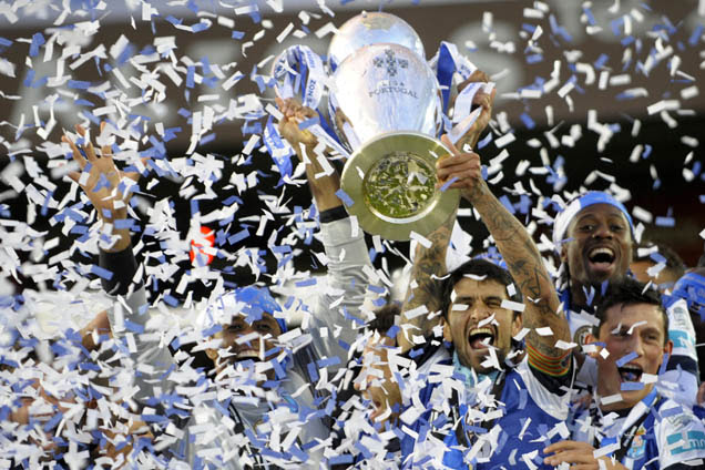 Porto's players hold their trophy after winning the Portuguese league