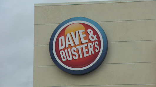 Employees file lawsuit, claim Dave & Buster's only paid them with payroll debit cards