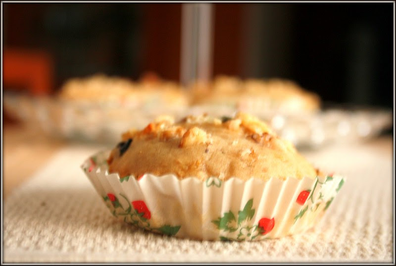 apple and raisin muffin