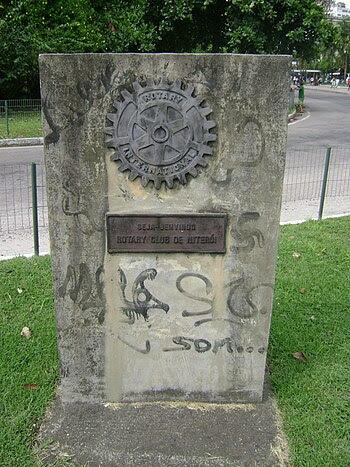 Português: Inscrição do Rotary Club de Niterói.