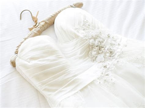 How Much Does It Cost to Dry Clean a Wedding Dress