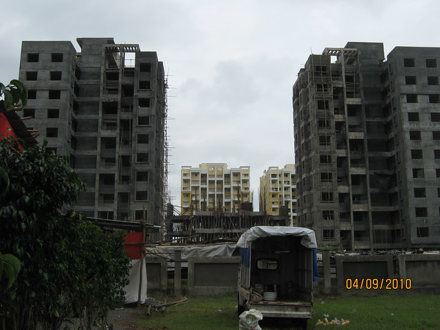 Reelicon Felicia, 1 BHK and 2 BHK Flats on Pashan Baner Link Road - neighbors - Paranjape Schemes' Crystal Garden and Felicita Baner