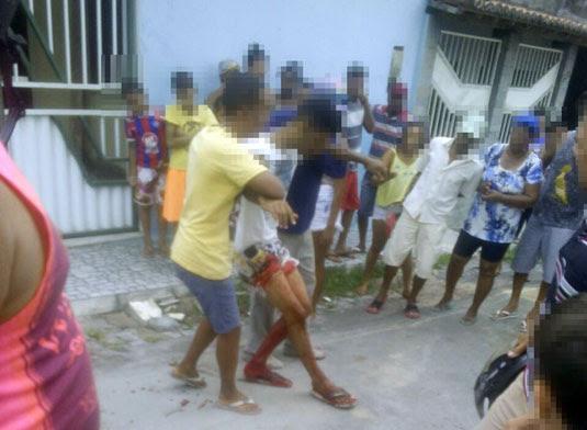 Vítima foi socorrida por populares e encaminhada ao hospital de Serrinha | Foto: Leitor do Notícias de Santaluz