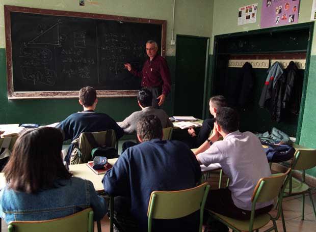 http://www.elpais.com/recorte/20070410elpcat_1/LCO340/Ies/clase_alumnos_bachillerato.jpg