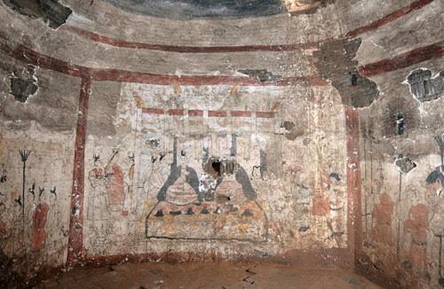 Tumba china con inscripciones arqueologicas