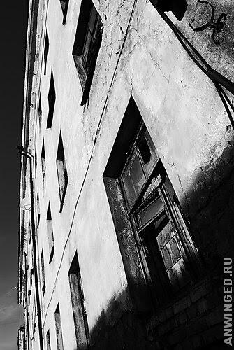 Темная фотография - светлая подпись
