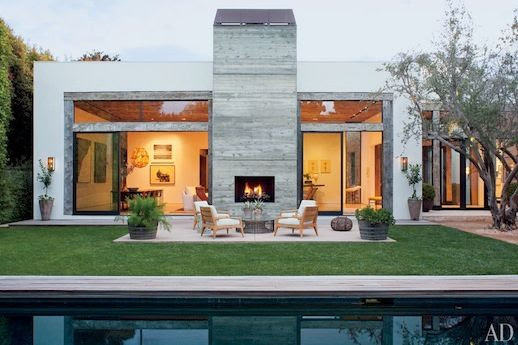 LE FASHION BLOG JENNI KAYNE CONTEMPORARY BEVERLY HILLS HOME ARCHITECTURAL DIGEST CALIFORNIA FASHION DESIGNER MID CENTURY MODERN BLACK YARD POOL OUTSIDE FIRE PLACE OPEN TO LIVING ROOM GROOMED YARD WHITE AND WOOD PATIO CHAIRS 6 photo LEFASHIONBLOGJENNIKAYNECONTEMPORARYBEVERLYHILLSHOMEARCHITECTURALDIGEST6.jpg