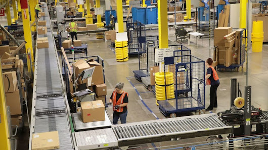 A Worrying Number of Amazon's Warehouse Workers Are Reportedly Living Off Food Stamps