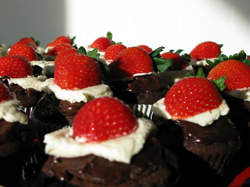 Amature Food Porn: Chocolate Cupcakes with Strawberry Chocolate Ganache and Buttercream