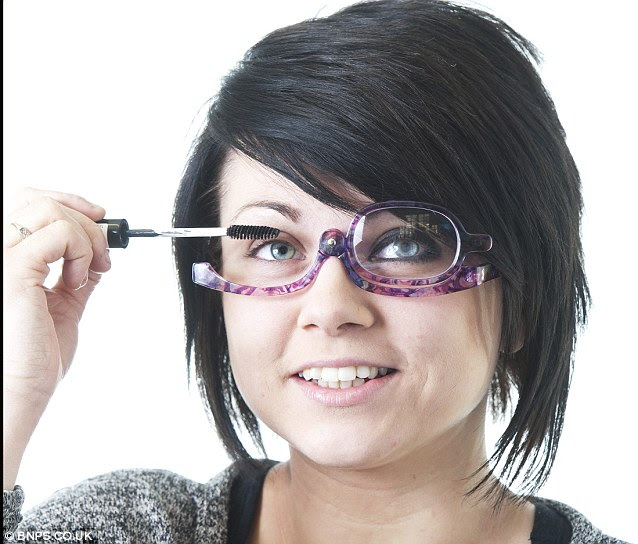How to apply eye makeup for glasses
