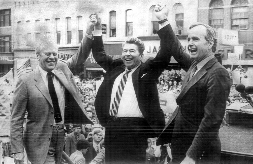 Ronald Regan, al finalizar la campaña electoral de 1980, junto a Ford y Bush.