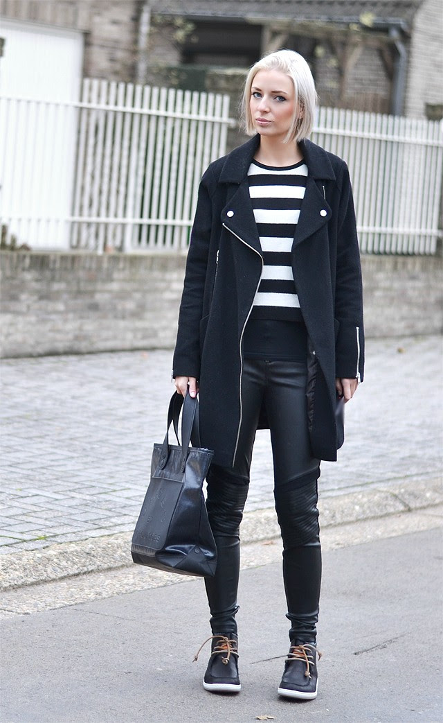 Mag shoes mps boots black, new outfit post by belgian fashion blogger turn it inside out. mode trend back from the 90's, fall winter trend, black and white, streetstyle inspiration, how to wear mag shoes, stripes, zara black skinny jeans, marc by marc jacobs tote bag, asos biker cocoon coat black, we fashion striped sweater jumper.